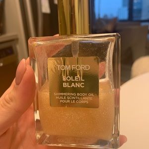 Tom Ford soleil blanc shimmer body oil